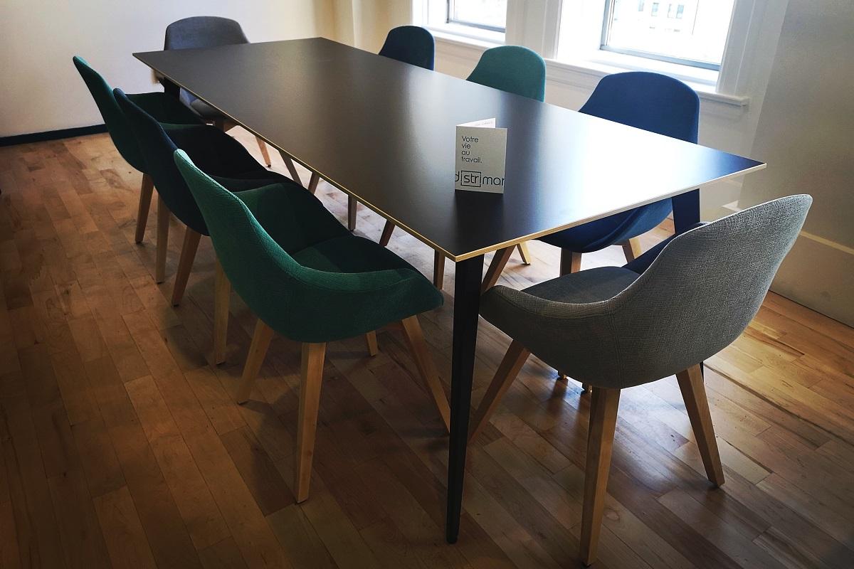 table-conference-Symetris-Distrimar